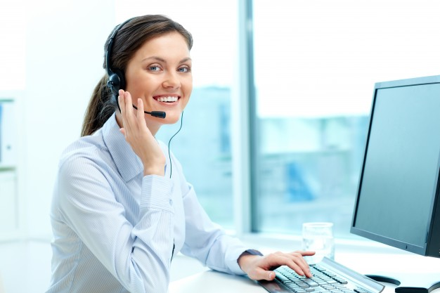 businesswoman-in-a-call-center-office_1098-984
