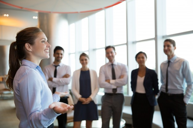 female-executive-manager-and-team_1262-1470